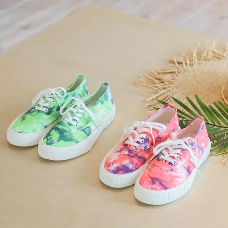 [COLORFULTITLE] tie-dye sneakers
